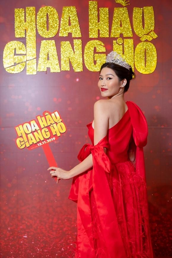 Người mẫu Chế Nguyễn Quỳnh Châu vào vai một thí sinh thi Hoa hậu, đi theo phục vụ nhân vật của Cao Thiên Trang.