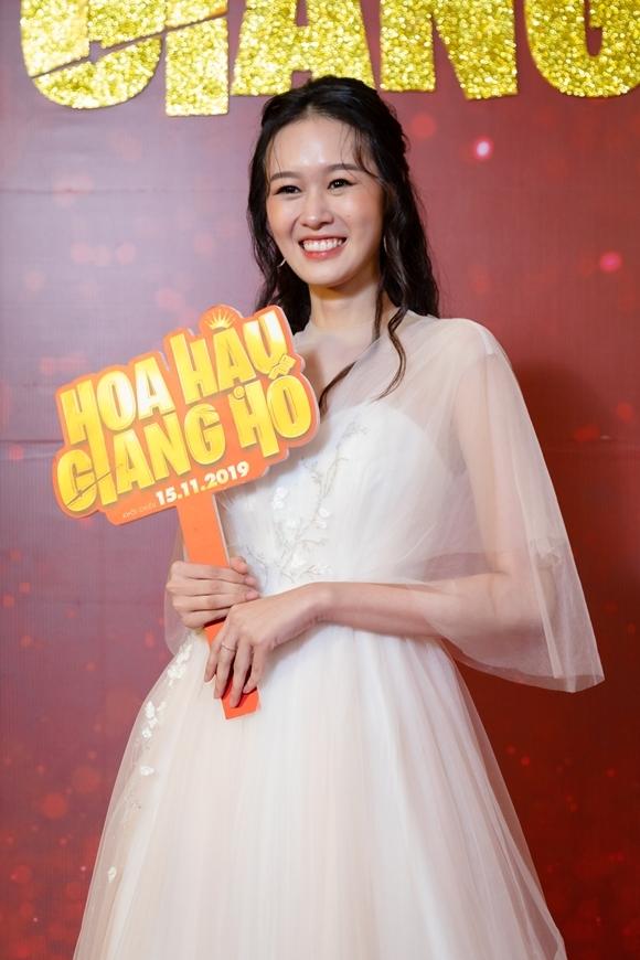 Diễn viên trẻ Quỳnh Anh tạo nhiều tiếng cười với giọng thoại miền Trung và nhiều câu nóingây ngô.