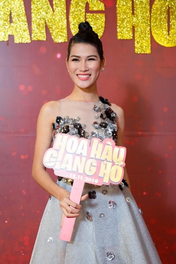 Diễn viên Ngọc Anh vào vai một thí sinh dành cả thanh xuân thi Hoa hậu.