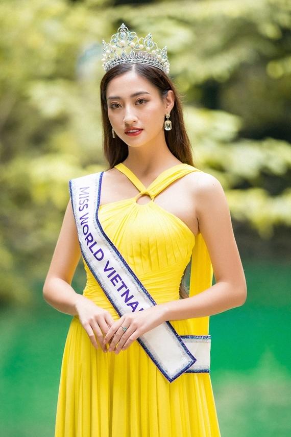 Lương Thùy Linh sinh năm 2000, đăng quang Hoa hậu Thế giới Việt Nam 2019. Cô được đánh giá cao nhờ sở hữu gương mặt khả ái, chiều cao 1,78m, nền tảng tri thức tốt và vốn tiếng Anh lưu loát.
