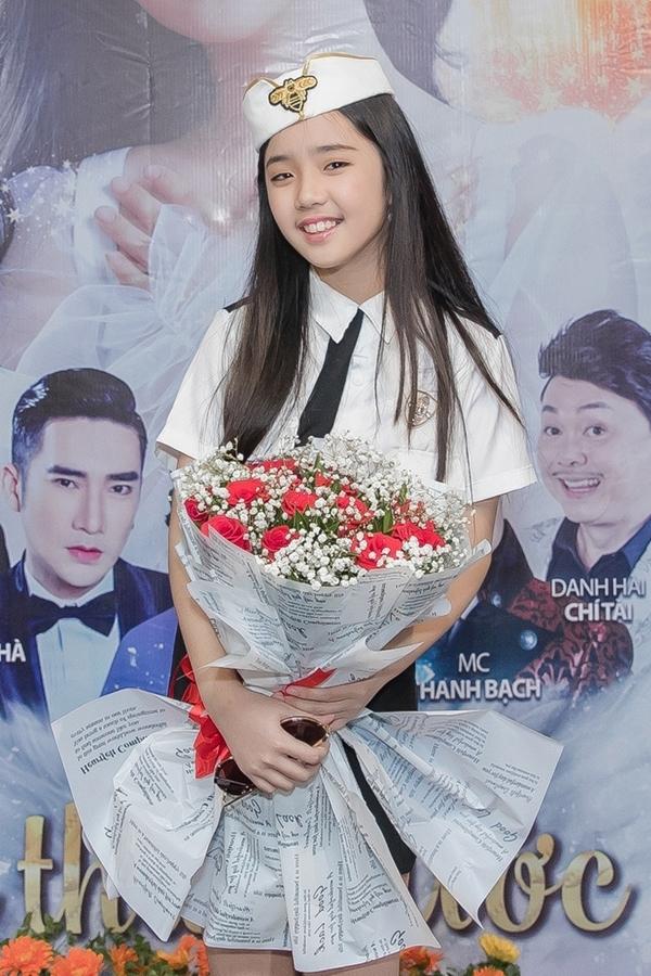 Jennifer Thiên Nga năm nay 10 tuổi từng tham gia diễn xuất trong MV Xin lỗi tình yêu của Đàm Vĩnh Hưng. Năm 2018, cô bé dự thi Giọng hát Việt nhí, về đội của huấn luyện viên Vũ Cát Tường - Soobin Hoàng Sơn.