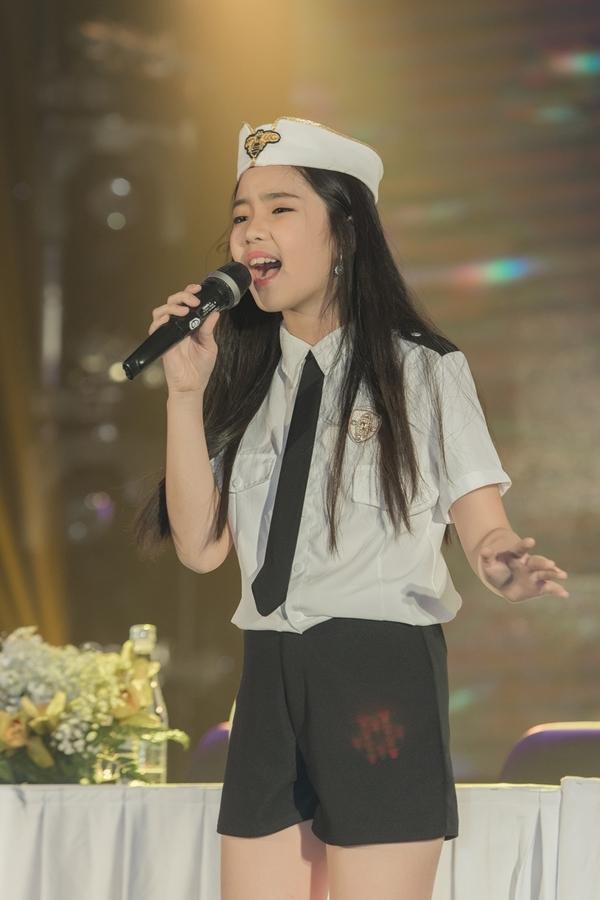 Liveshow đầu tiên của Thiêng Nga sẽ diễn ra ngày 26/11 tại TP HCM. Giọng ca nhí sẽ trình diễn live tất cả ca khúc cùng ban nhạc thay vì sử dụng beat nhạc có sẵn.