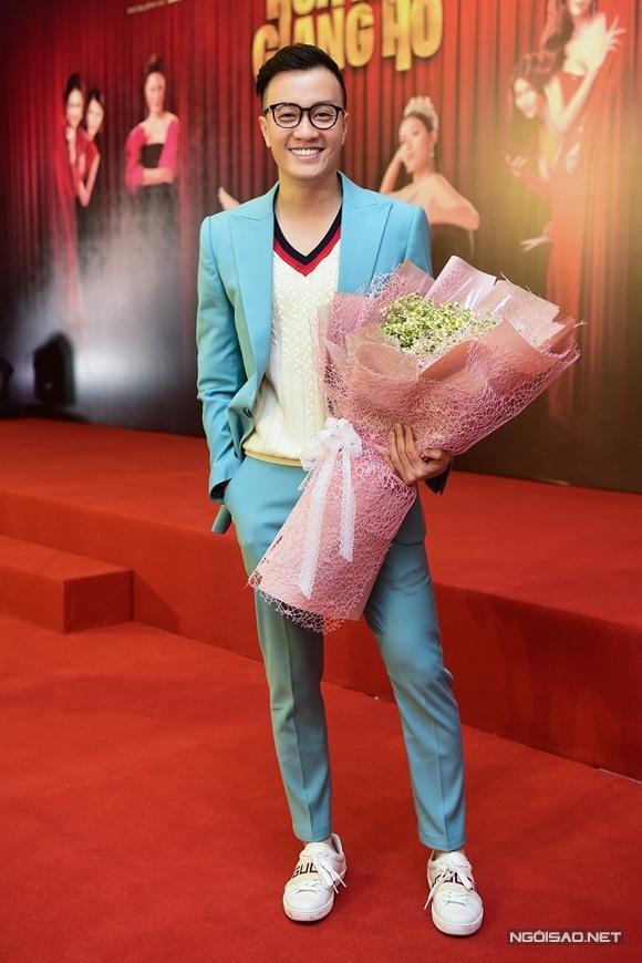 Đây là phim đầu tiên Lương Mạnh Hải ngồi ghế đạo diễn sau nhiều năm nổi tiếng trong vai trò diễn viên và vài lần viết kịch bản cùng đạo diễn Vũ Ngọc Đãng. Anh kết hợp hậu trường cuộc thi nhan sắc với mâu thuẫn anh chị em ruột - hai chủ đề tạo cho anh nhiều cảm hứng trở thành câu chuyện của phim.