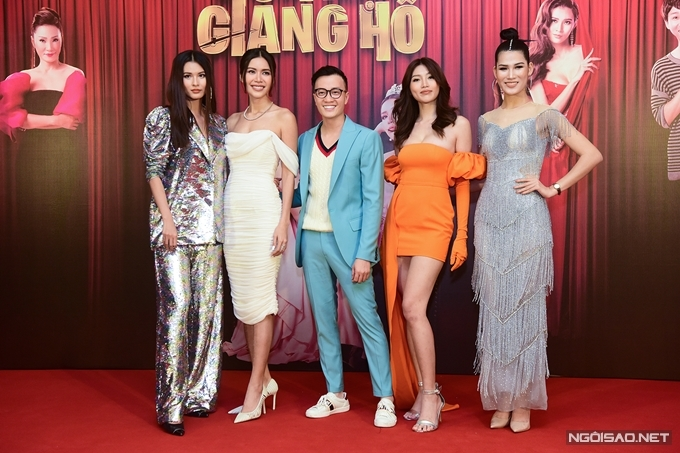 Dù trời mưa, dàn sao Hoa hậu giang hồ vẫn nhận được nhiều sự ủng hộ tại Hà Nội. Các diễn viên khác của phim gồm NSND Hồng Vân, nghệ sĩ Hồng Đào, Hải Triều, Tico Tiến Công bận công việc riêng, không thể có mặt nhưng cũng gửi lời chúc tới sự kiện của êkíp.