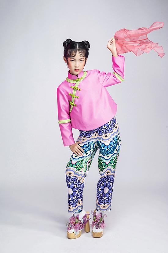 Eva Wu thể hiện phần tạo dáng cuốn hút trong bộ ảnh thời trang đậm chất Á Đông.