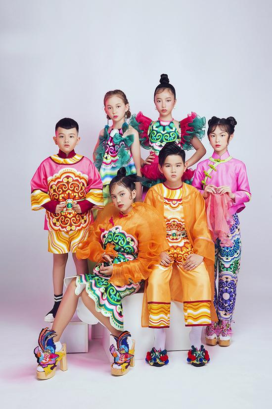 100 người mẫu nhí của câu lạc bộ thời trang Pinkids sẽ trình diễn các bộ sưu tập của 20 nhà thiết kế ở tuần lễ năm nay.