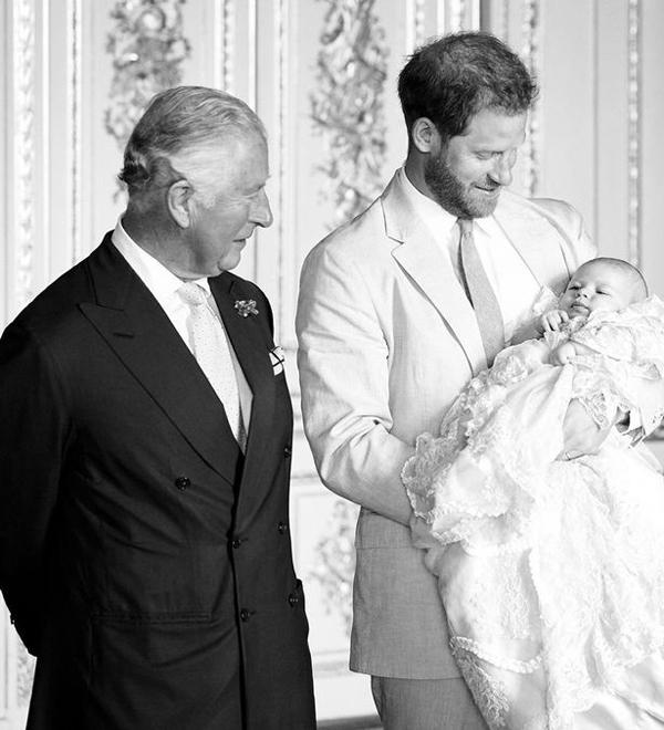 Thái tử Charles, Hoàng tử Harry, bé Archie Harrison trong lễ rửa tội vào tháng 7. Ảnh: Instagram.