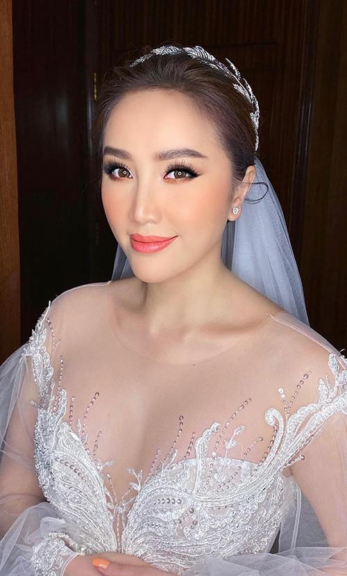 Cô dâu Bảo Thy makeup Tây hóa cho lễ cưới