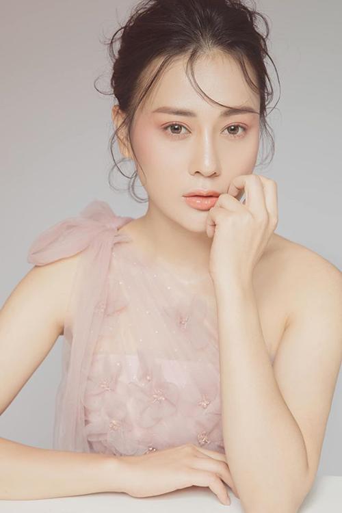 Diễn viên Phương Oanh Quỳnh búp bê cho rằng: Phụ nữ quyến rũ nhất khi : ra đường ăn mặc như công chúa, làm việc như đàn ông, và sống như nữ thần......của chính mình.