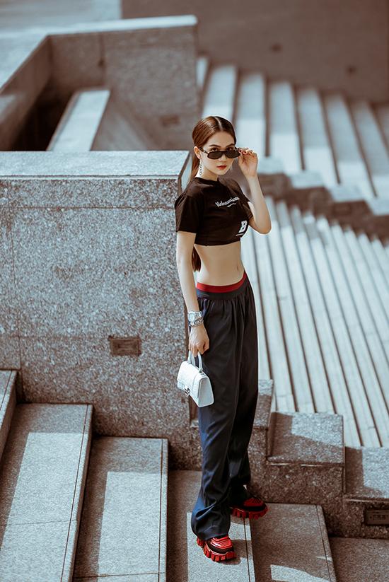 Sao Việt chọn trang phục khoe eo thon