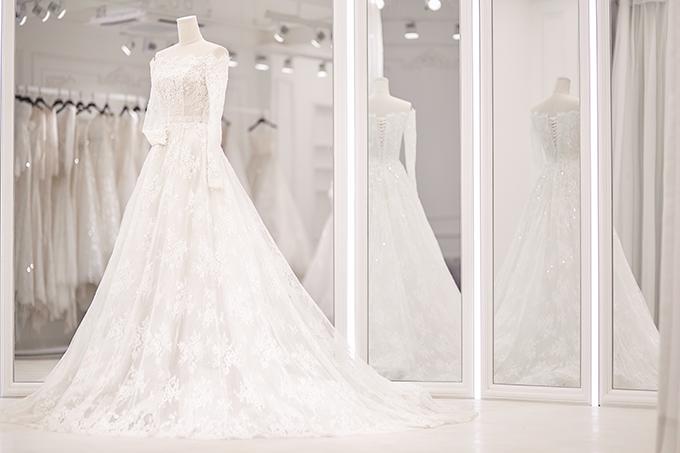 Để thực hiện cả 3 mẫu đầm cưới của Bảo Thy, Chung Thanh Phong đã dành ra khoảng 3 tháng làm việc liên tục cùng ekip.