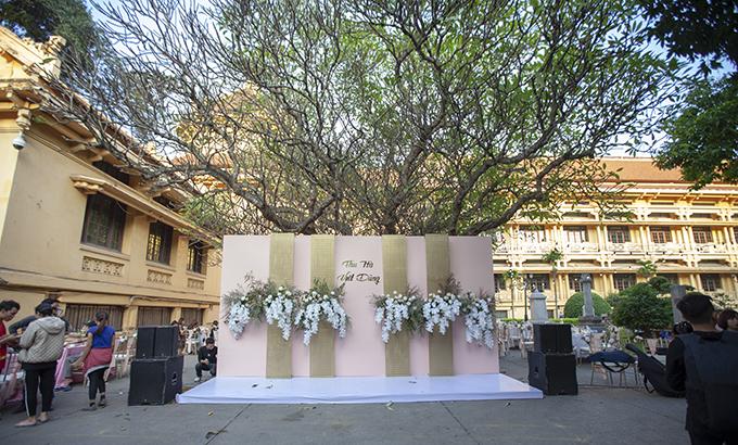 Khu vực photobooth dành cho khách chụp hình với cô dâu, chú rể tại tiệc cưới.