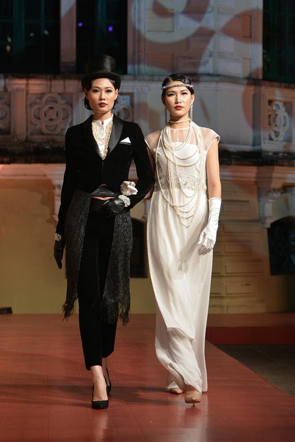 Quán quân Vietnams Next Top Model 2012 Mai Giang đảm nhận vai trò vedette. Trong khi người mẫu Ngọc Anh kiêu kỳ với áo dài ren trắng thì Mai Giang lại hoá thân thành quý ông cổ điển với tuxedo bí ẩn.