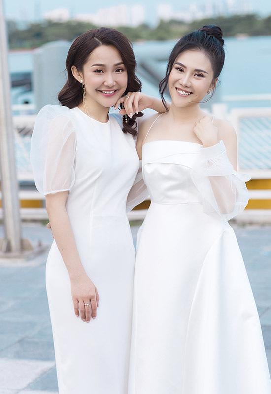 Diễn viên Anh Đào bất ngờ tái xuất trong sinh nhật của Nhất Hương. Anh Đào được khán giả nhớ đến với vai Hạnh Cận trong phim Kính vạn hoa. Cô hiện sống ở Australia, chuyển nghề làm giáo viên.