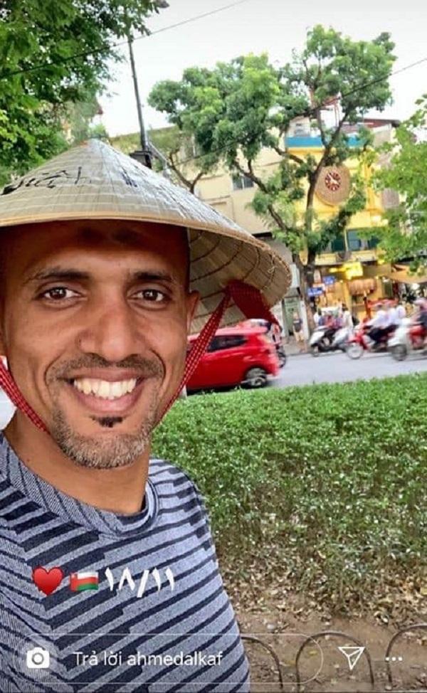 Ông Ahmed Al-Kaf vui vẻ với thời tiết ở Hà Nội.