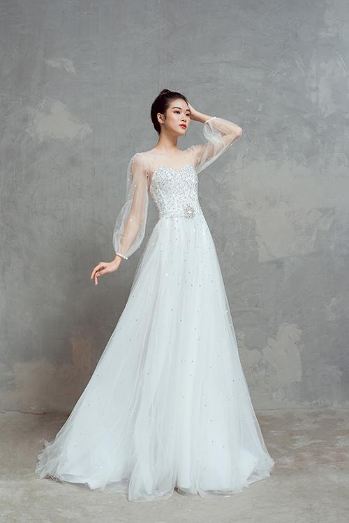 Váy cưới có tính ứng dụng cao, dễ mặc trong nhiều không gian, phù hợp nhiều concept tiệc cưới là điều mà Thịnh Nguyễn mong muốn và đã hiện thực hóa ở bộ sưu tập lần này.