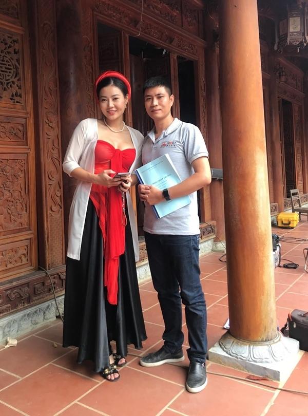 Đạo diễn Linh Đồng (phải) bên diễn viên Thanh Hương.