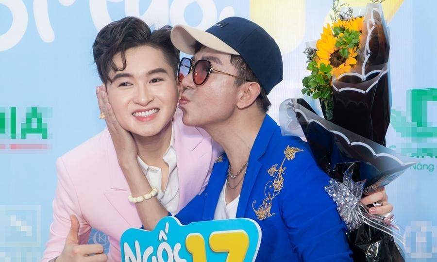 Long Nhật hôn con trai nuôi của Minh Nhí
