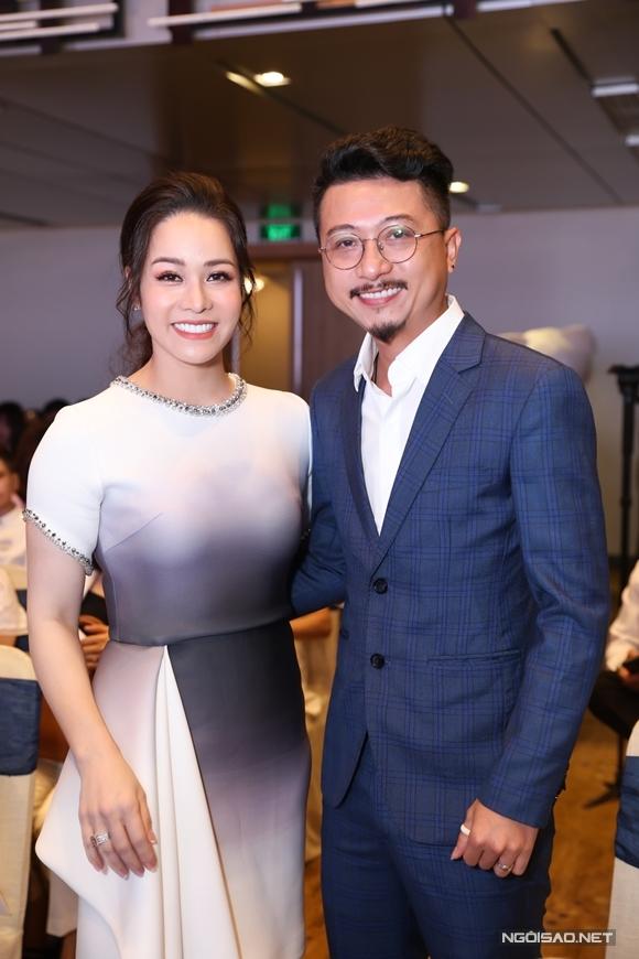 Anh LũHứa Minh Đạt của phim Tiếng sét trong mưa tới chúc mừng bà chủ Nhật Kim Anh.