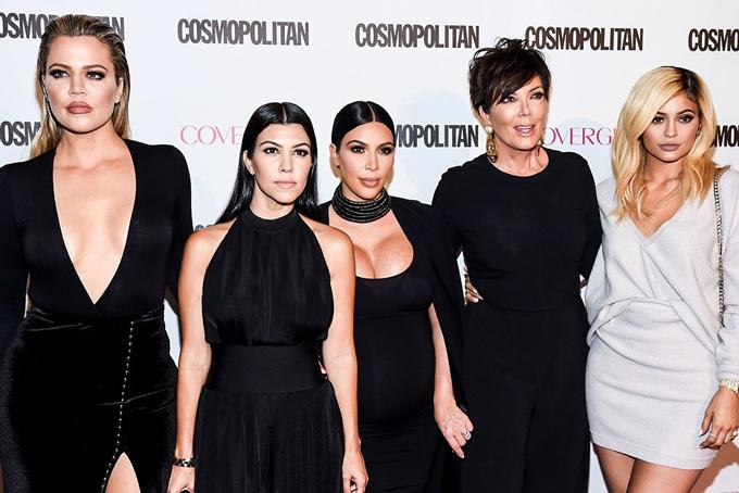 Kylie Jenner sinh năm 1997, là em út của ngôi sao truyền hình thực tế nổi tiếngKim Kardashian. Sinh trưởng trong gia đình