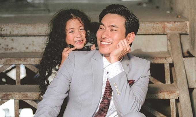 Kiều Minh Tuấn 'làm cha' bất đắc dĩ - kết quả xổ số tphcm
