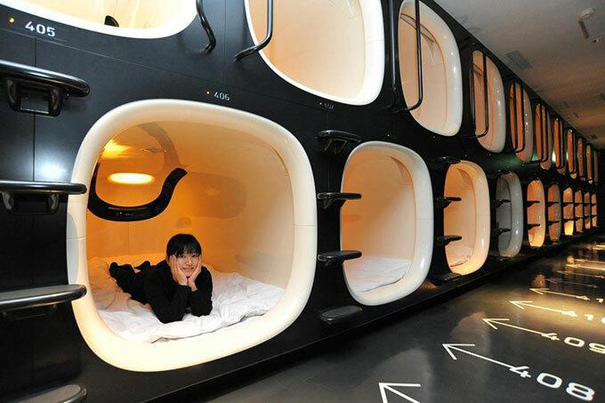 Bên trong một khách sạn con nhộng ở Nhật. Ảnh: asian wanderlust.