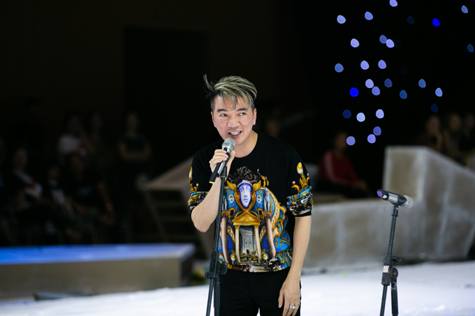 Năm ngoái, Đàm Vĩnh Hưng gây ấn tượng mạnh mẽ khi góp mặt trong màn trình diễn của nhà thiết kế Ivan Trần. Ở chương trình năm nay anh vô cùng háo hứng khi hội ngộ dàn mẫu nhí chuyên nghiệp.