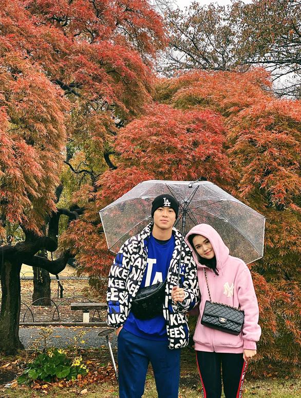 Duy Mạnh và bạn gái tại Nhật Bản. Ảnh: QA.