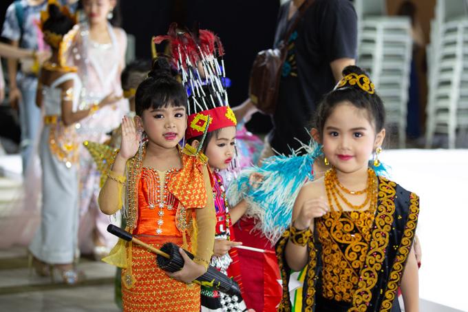 Các mẫu nhí đến từ Thái Lan