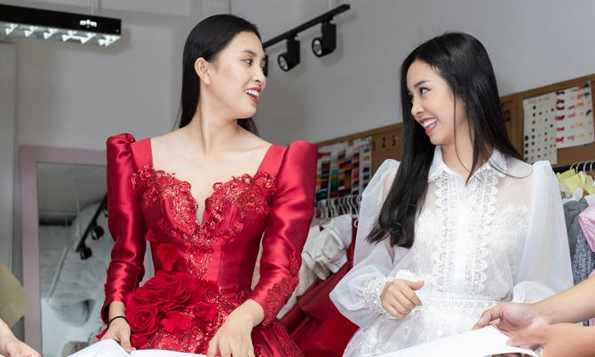 Tiểu Vy, Thúy An thử váy dạ hội