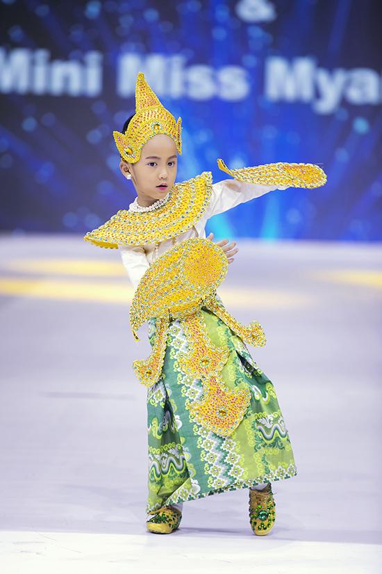 Quan chương trình Asian Kids Fashion Week 2020, đại diện của Myanmar muốn giới thiệu về vẻ đẹp của trang phục truyền thống.