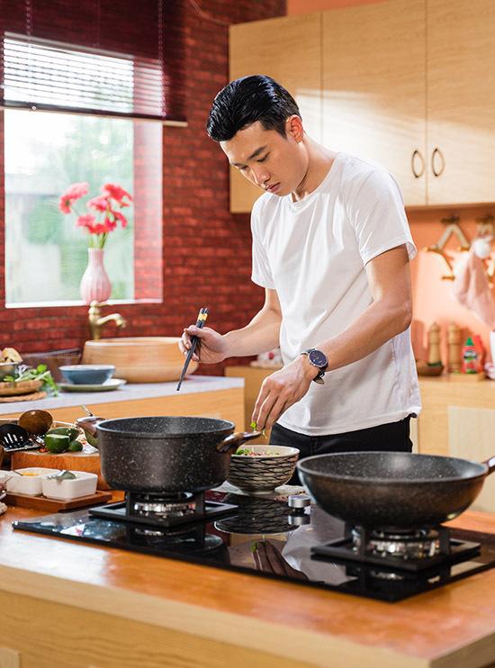 Quốc Trường học nấu nướng chủ yếu từ mẹ và người thân trong gia đình. Ngoài đóng phim anh còn kinh doanh chuỗi nhà hàng có chi nhánh ở nhiều tỉnh thành.