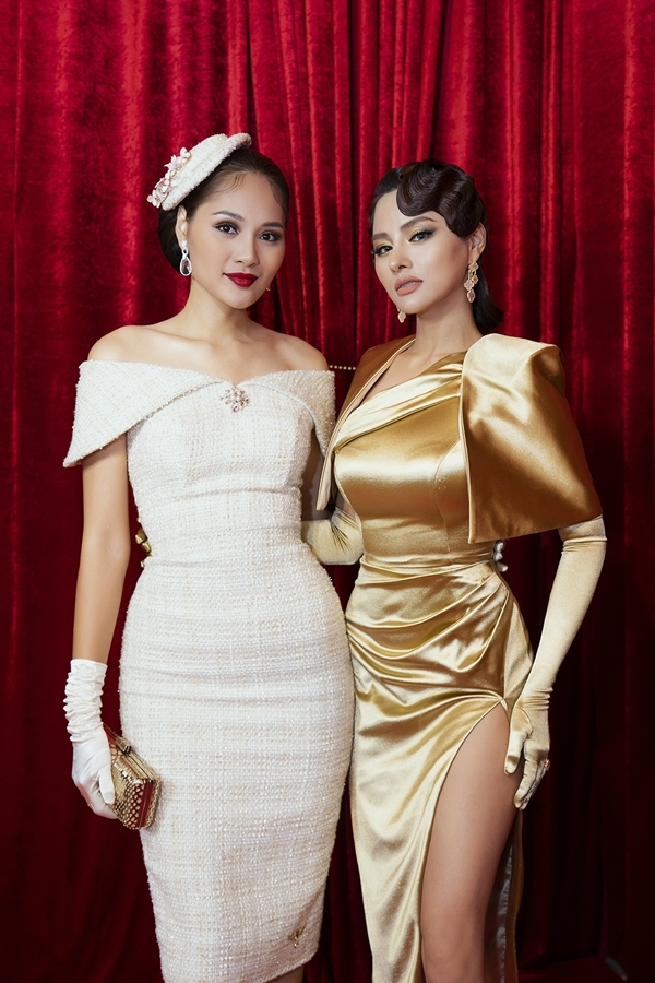 Hương Giang (trái) đọ dáng bên Vũ Thu Phương. Hai người đẹp hiện đảm nhận vai trò giám khảo cuộc thi Hoa hậu Hoàn vũ Việt Nam 2019.