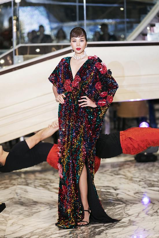 Siêu mẫu Thanh Hằng được mời vào vị trí quan trọng nhất trong show thu đông 2019 của hai nhà mốt Việt.