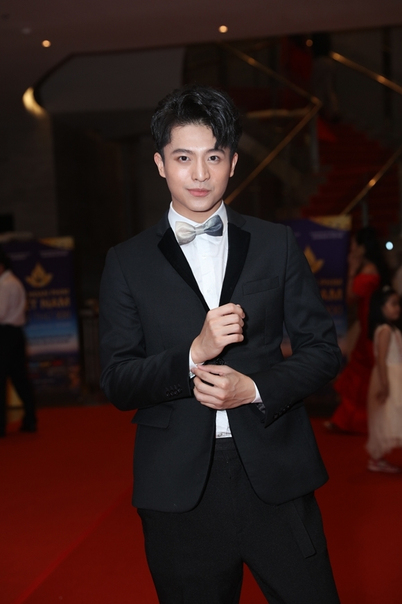 Diễn viên Harry Lu bảnh bao dự sự kiện.