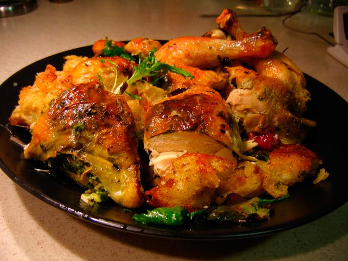 Ở châu Âu và Anh, bán gà được xử lý bằng clo đã bị cấm từ năm 1997. Rửa clo được sử dụng để loại trừ khả năng nhiễm khuẩn salmonella và các bệnh nhiễm trùng do vi khuẩn khác. Ở châu Âu, phương pháp này được coi là nguy hiểm vì hàm lượng clo cao có thể gây hại cho sức khỏe của chúng ta. Năm 2010, lệnh cấm tương tự đã được thực hiện ở Nga.