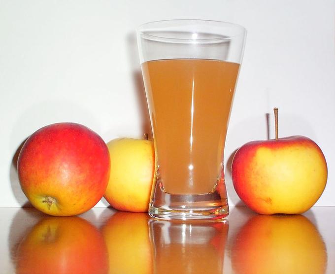Táo 5. Táo   Trong một cuộc kiểm tra do Bộ Nông nghiệp Hoa Kỳ tiến hành, người ta đã phát hiện ra rằng 80% táo có chứa diphenylamine (DPA), giúp trái cây tươi lâu hơn để chúng có thể được xuất khẩu trên toàn thế giới. Ở châu Âu, DPA được coi là một chất có hại có thể gây ung thư, đó là lý do tại sao táo đã bị cấm ở đây kể từ năm 2012.