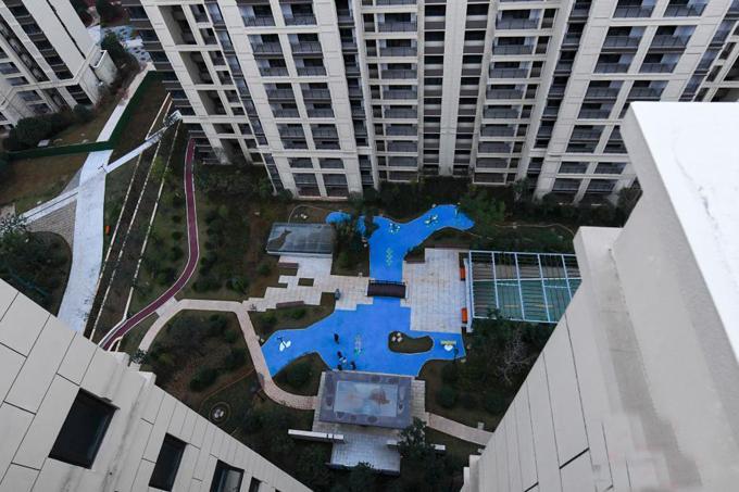 Hồ nước giả nhìn từ trên cao ở khu chung cư tỉnh Hồ Nam, Trung Quốc. Ảnh: China News.