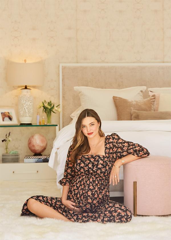 Cô miêu tả đồ nội thất của mình bằng ba từ Yêu thương, Niềm vui và Hạnh phúc (Love, Joy, Bliss): Yêu thương trong phòng ngủ, niềm vui trong phòng bếp, phòng ăn và hạnh phúc trong phòng khách.