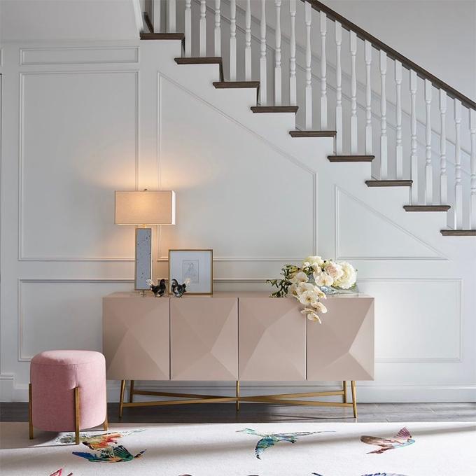 Cô đã hợp tác với công ty nội thất Universal Furniture để hiện thực hóa giấc mơ của mình. Kinh nghiệm nhiều năm làm người mẫu thời trang giúp ích cho Miranda rất nhiều trong việc chọn vải, phối hợp màu sắc và sáng tạo nội thất.