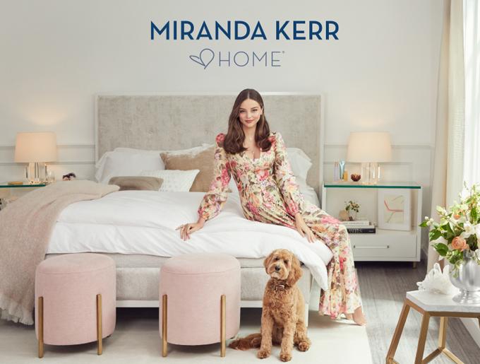 Sau khi kết hôn với tỷ phú công nghệ Evan Spiegel năm 2017, Miranda theo đuổi niềm đam mê mới là thiết kế nội thất. Trải qua hai năm tìm đối tác, lên ý tưởng, phác thảo bản vẽ và hiện thực hóa sản phẩm, siêu mẫu Australia đã có bộ sưu tập đầu tiên. Nội thất Miranda Kerr Home được mở bán vào đầu năm 2020 nhưng đã có sản phẩm mẫu trưng bày ở showroom và trong biệt thự của Miranda.