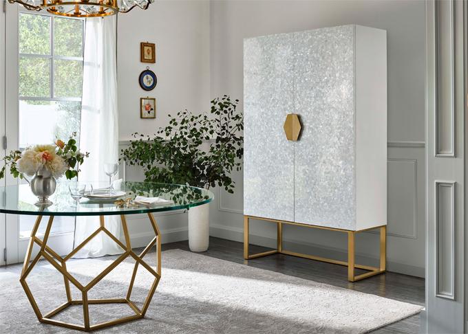 Miranda thích những đồ vật có hình khối, màu sắc tươi sáng, tính ứng dụng cao và có thể linh hoạt đặt ở các phòng khác nhau trong nhà.