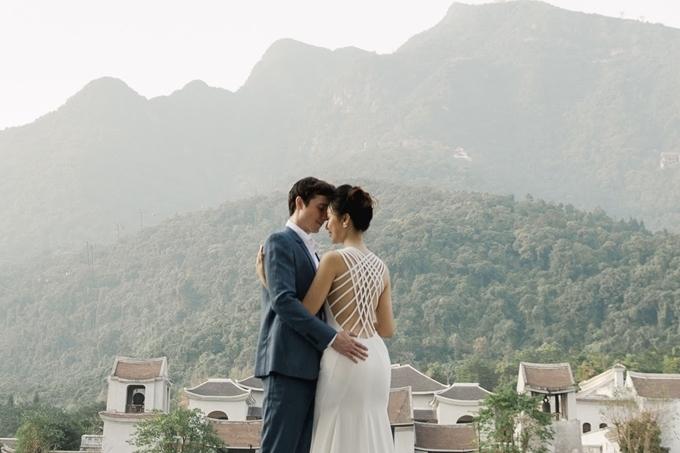 Cô và chồng dự tính sẽ đi về giữa Việt Nam - Singapore trong vài tháng đầu để thuận tiện cho công việc.