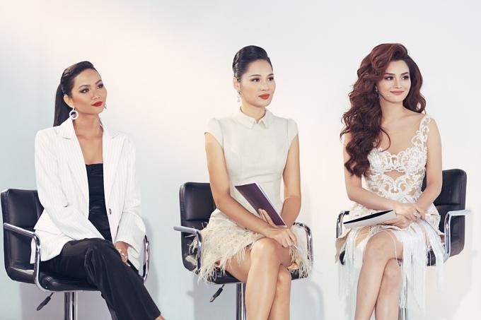 Ban giám khảo tập 9 gồm hoa hậu HHen Niê, Hương Giang, Vũ Thu Phương (từ trái qua) chia sẻ nhiều kỹ năng, động viên tinh thần thí sinh.