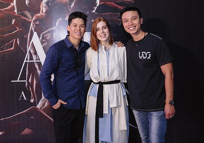 Một số vị khách nước ngoài cũng đến xem show múa của John Huy Trần tối 28/11.