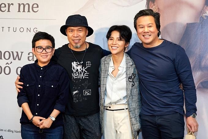 Nhạc sĩ Phương Uyên, Huy Tuấn (từ trái qua), Thanh Bùi (phải) đến chúc mừng Vũ Cát Tường.