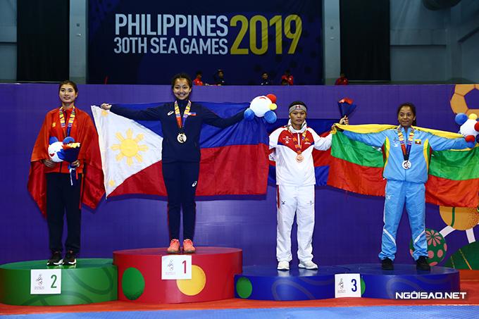 Chủ nhà Philippines giành gần trọn số HC vàng với 12 trong tổng số 16 chiếc sau hai ngày thi đấu của môn võ gậy.
