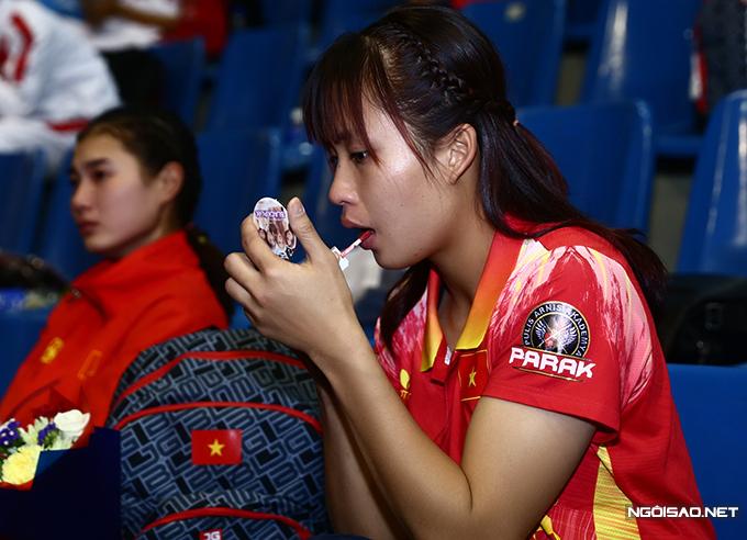 Nữ võ sĩ người Thanh Hoá còn tô son cho thêm tươi tắn.