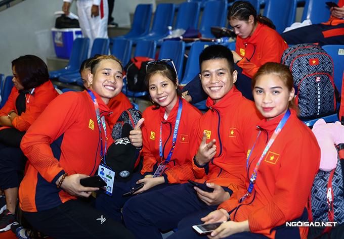 Đội Arnis Việt Nam đa phần đều là các VĐV trẻ, trên dưới 20 tuổi. VĐV lớn tuổi nhất mới 25 tuổi.