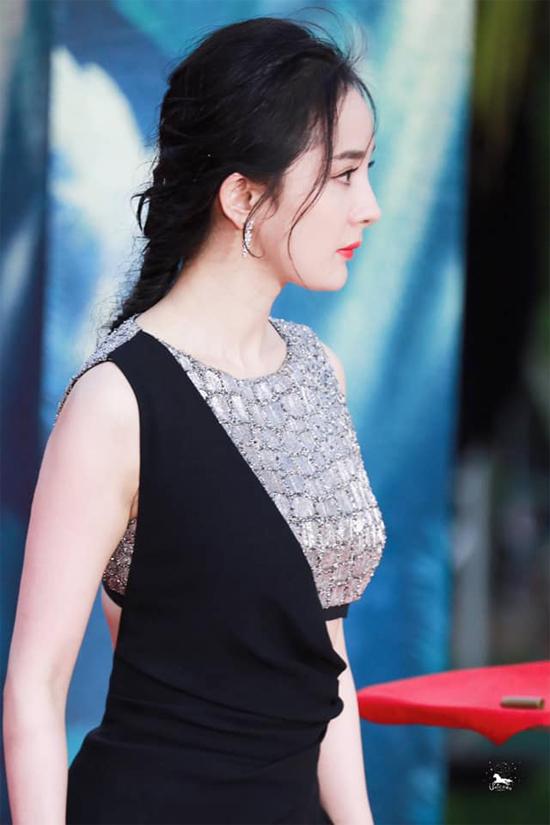 Vẻ đẹp gái một con của Dương Mịch.